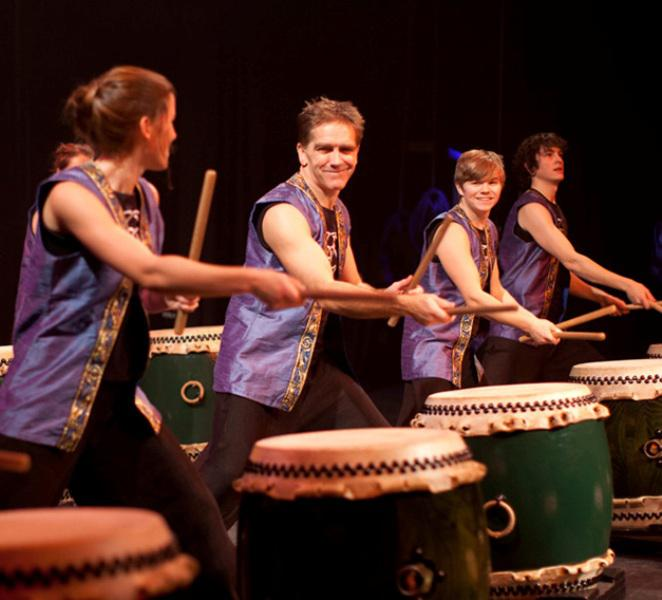 Jonathan_Kirby_with_students_Kagemusha_Taiko