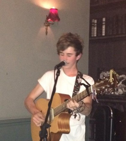 Listen to Joe Dolman – LIVE on stage in  Leamington Spa